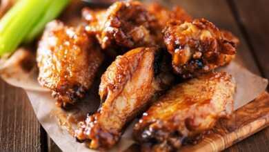 صورة أجنحة الدجاج بصوص البافلو على طريقة المطاعم