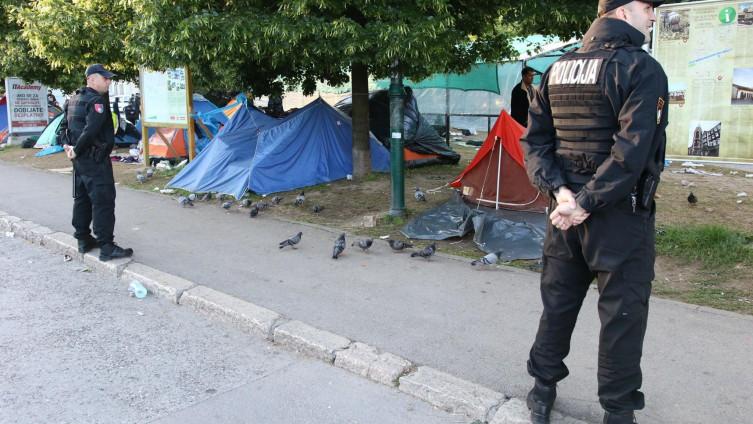 صورة عصا الشرطة الكرواتية تحرمهم من حلم أوروبا.. معاناة العالقين في البوسنة تبحث عن حل إنساني