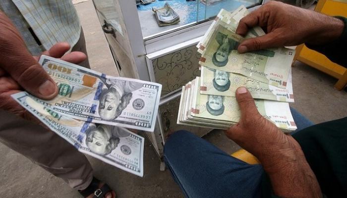 صورة الريال الإيراني يدخل التاريخ من أسوأ الأبواب.. فقد قيمته بالكامل أمام الدولار