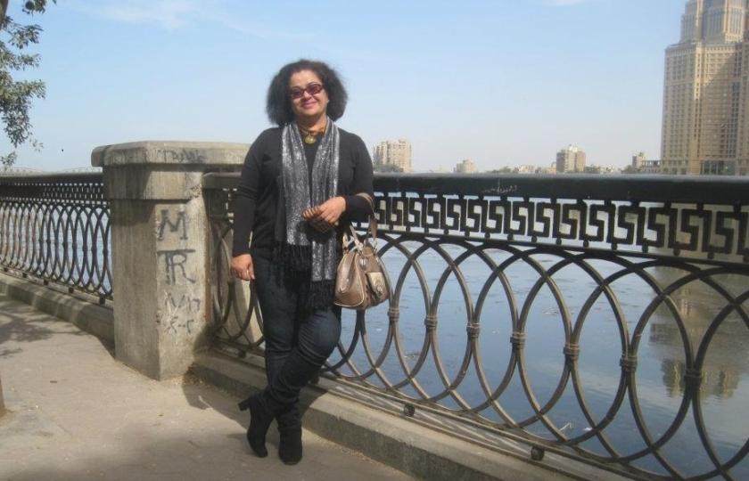 صورة لرفضها التطبيع مع إسرائيل!.. أبوظبي تعاقب شاعرة إماراتية وتمنعها من السفر