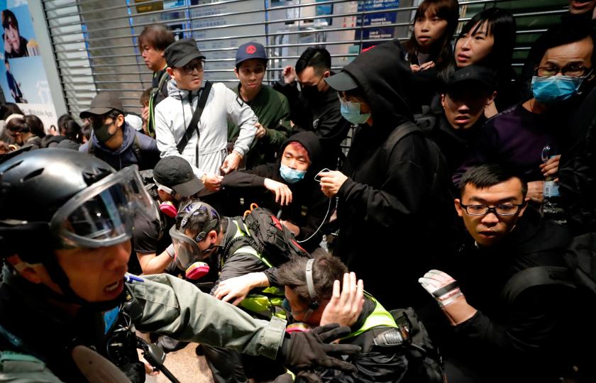 صورة رسالة مؤثرة من أم بهونغ كونغ تطالب بعودة ابنها المعتقل بالصين بعد محاولة هروبه