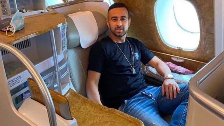 """صورة صورة في الطائرة.. أول لاعب إسرائيلي في طريقه إلى دبي للانضمام إلى """"النصر"""""""