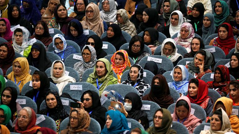 صورة جدل كبير في أفغانستان بسبب إدراج اسم الأم في الهوية