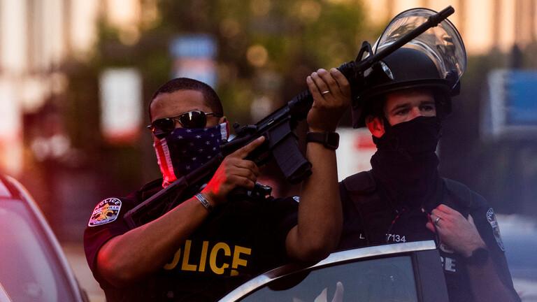 صورة توقيف 28 محتجا في مدينة لويسفيل بولاية كنتاكي الأمريكية