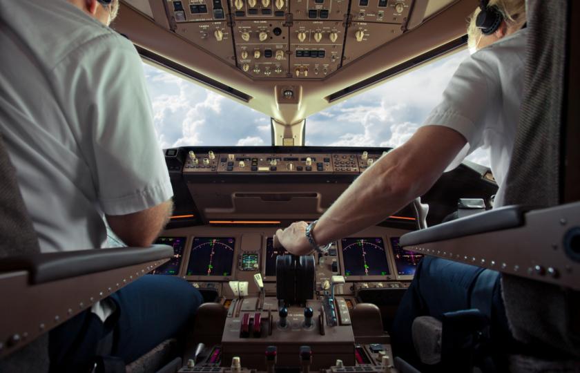 صورة بشرى لمن يطمحون إلى تجربة قيادة الطائرة.. شركة تفتح برامج محاكاة الطيران للجمهور وتعرض الأسعار