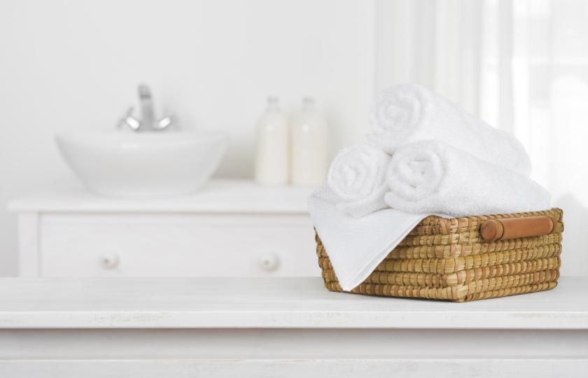 صورة استعن بحيل الفنادق للتنظيف.. طرق بسيطة لاستعادة اللون الأبيض للمناشف