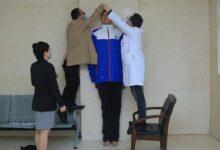 صورة أطول تلميذ في العالم.. عمره 14 عاما وطوله 2.2 متر