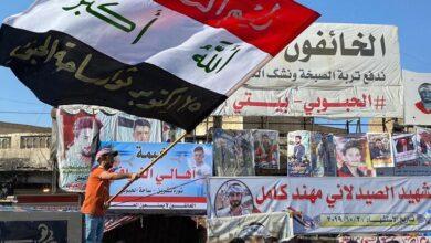 """صورة """"يا ليتني لو كنت أعزبا"""".. عراقي فقد البصر خلال الاحتجاجات"""